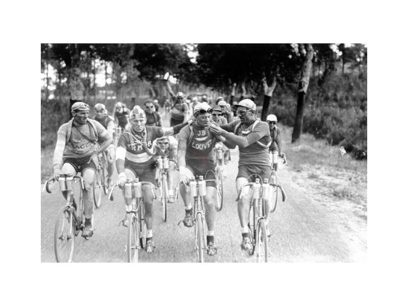 cyclists smoking